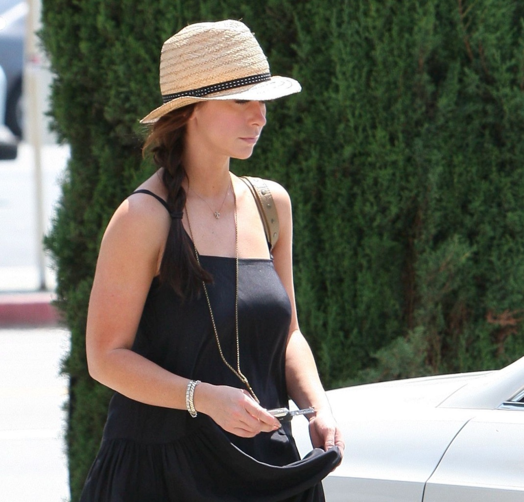 Out and About in Studio City 34004010