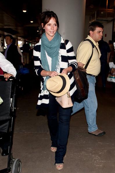 A l'aéroport de LAX avec sa grand mère Jennif90
